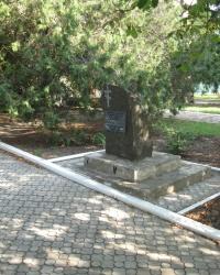 Памятный знак о жертвах голодомора и политических репрессий в пгт. Володарское