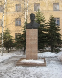 Памятник Зое Космодемьянской в Донецке