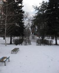 Памятник воинам,погибшим в ВОВ,установленный в Пролетаском районе Донецка