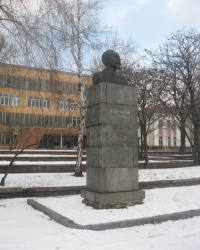 Памятник Дзержинскому Ф.Э. на одноименной площади в Донецке