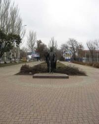 Памятник Иосифу Кобзону в Донецке.