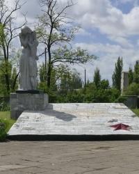 Памятник односельчанам, погибшим в годы ВОВ, в пгт.Новоалексеевка