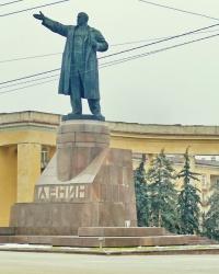 Памятник В.И.Ленину на центральной площади в г.Волгограде