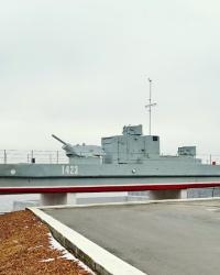 Бронекатер БК-13 - памятник  Героям Волжской военной флотилии в г.Волгограде