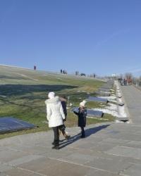 Большая братская могила мемориального комплекса «Героям Сталинградской битвы» на Мамаевом кургане в г.Волгограде