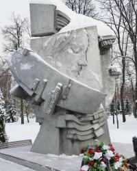 Памятник погибшим на стадионах мира в г.Москве