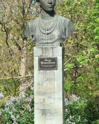 Памятник Л.Украинке в г.Саки