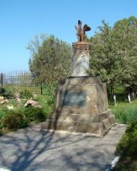 Памятник Феликсу де Серу в г.Саки
