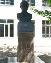 Памятник В.К.Гайнутдинову в г.Саки