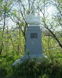 Памятник Л.Н.Толстому в с.Лозовое