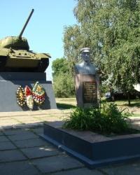 Памятник на могиле Героя Советского Союза В.А.Копцова в г.Первомайский