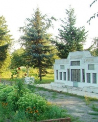 Стелла воинам-землякам, погибшим в годы ВОВ, в с.Гениевка (Змиевский р-н)