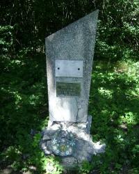 Памятник на месте падения самолёта АН-10 18 мая 1972 г.