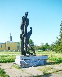 Пам'ятник членам Комітету молодіжної організації в с.Миколаївці-Новоросійській (Саратський р-н)