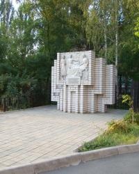 Памятный знак на месте расположения штаба 3-его Украинского фронта