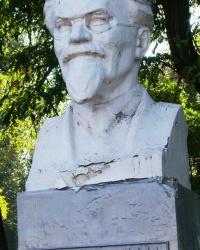 Памятник М.И.Калинину у коксохимического завода им. М.И.Калинина