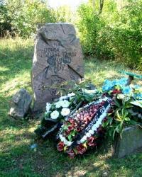 Пам'ятник на могилі Василя Чучупаки у с.Мельники