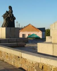 Пам'ятник односельцям, загинувшим в роки Великої Вітчизняної війни, в с.Суботів