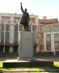 Памятник В.И.Ленину возле Дворца Ильича