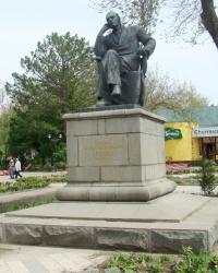 Памятник писателю К.А.Треневу в г.Симферополь