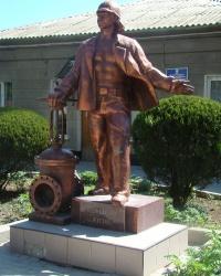 Памятник водопроводчику в г.Евпатория