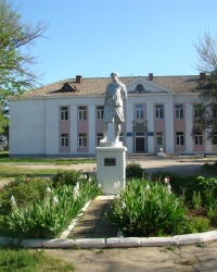 Памятник З.Космодемьянской в г.Саки