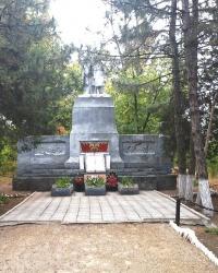Братская могила 75 воинов, павших в районе сел Диброва, Раисовка, Сухая Калина, Хутор Веселый и в битве за р.Днепр