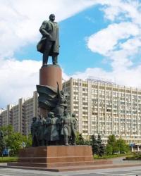 Памятник В.И.Ленину на Калужской пл. в г.Москве