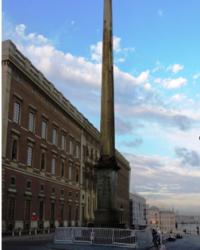 Обелиск в честь короля Густава III в г.Стокгольме (Швеция)