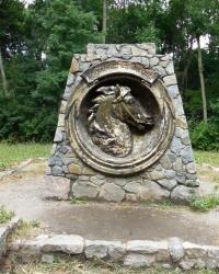 Скульптурная композиция «Конская могила» в дендропарке «Александрия» Г.Белая Церковь
