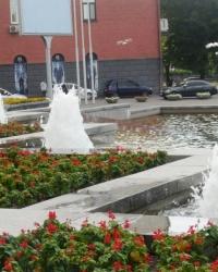 Фонтан перед зданием горcовета в г.Днепре