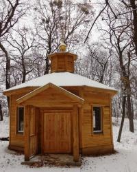 Строящаяся часовня в лесу у мужского монастыря  Рождества Пресвятой Богородицы в г.Киеве
