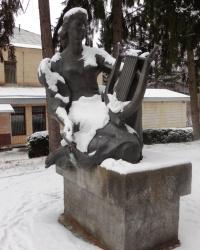 Скульптура музы у санатория «Хутор Вольный» в г.Киеве