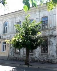 Памятная доска на доме № 18 по ул. Красной в г.Бердянске