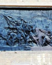 Памятная доска и барельеф на здании завода «Арсенал» в г.Киеве