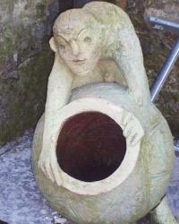 Современная скульптура возле Музея Идей в г.Львове