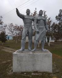 Памятник советской эпохи в с.Благодатное (Ивановский район)