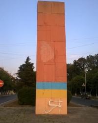 Памятник в честь 50-летия Октябрьской революции в г.Камянец-Подольский (частично демонтирован)