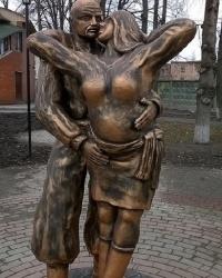 """Скульптурная композиция """"Пара ждёт младенца"""" в г.Ахтырка"""