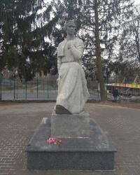 Памятник Л. Украинки в г.Полонное