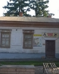 Историческое здание на пересечении улиц Б. Хмельницкого и Образования в п.г.т.Сосница