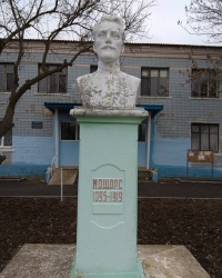 Памятник Н. А. Щорсу в с.Воскресенка (Ивановский район)