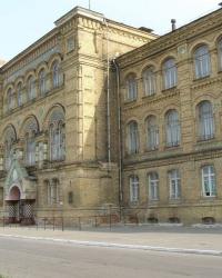 г.Лубны. Здание бывшего епархиального училища.