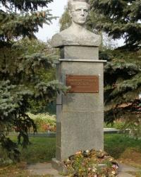 г.Нежин. Бюст Героя Советского Союза Я.П.Батюка