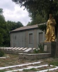 с. Світличне. Братська могила і пам'ятний знак загиблим односельцям.