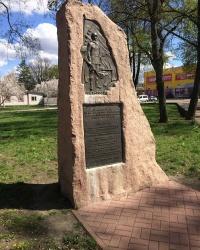 м. Прилуки. Пам'ятний знак військовим з'єднанням, які звільнили місто.