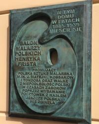 м. Краків. Меморіальна дошка на місці художнього салону Хенріка Фріста.