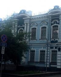 м. Київ. Будинок № 8 по вул. Коцюбинського.