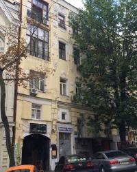 м. Київ. Будинок № 15 по вул. Малій Житомирській.