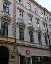 м. Чернівці. Будинок № 7 по вул. Кобилянської.